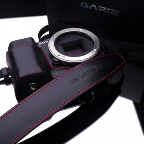 Gariz Leather Neck Strap : Black/red