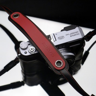 Gariz Leather Neck Strap XS-CHLSNRB : Black/red