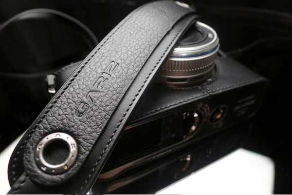 Gariz Leather Neck Strap XS-CHLSNBK : Black